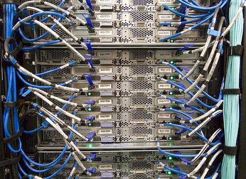 Kabelsalat beim Server