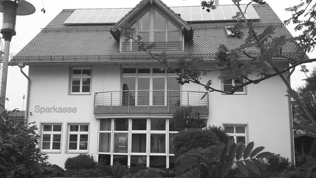 Vor der Sparkassen Filiale in Obergünzburg