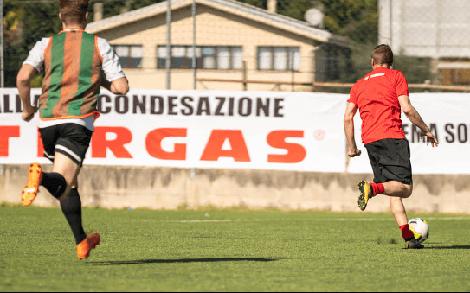 Zweikampf Fußball FC Thingau