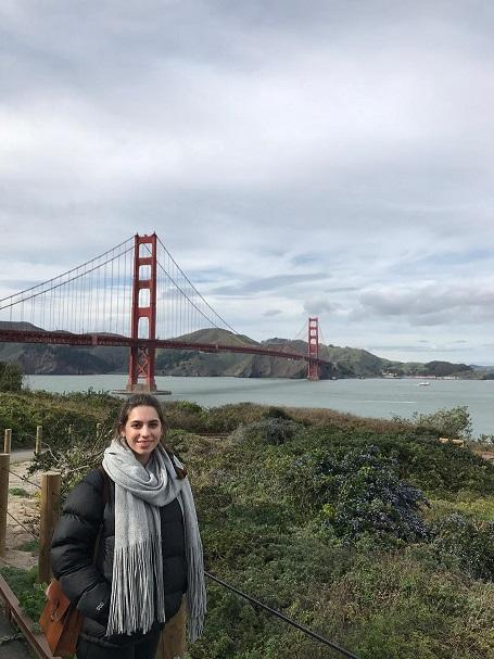 Selina Weber an der Golden Gate Bridge