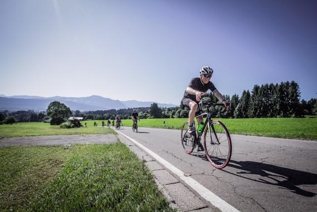 Herr Schwarz beim Fahrradfahren