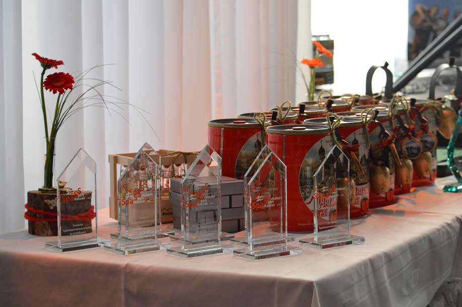 Ehrenpreise – u.a. 5 Liter Maria-Hilfer-Bier mit Kuhschelle