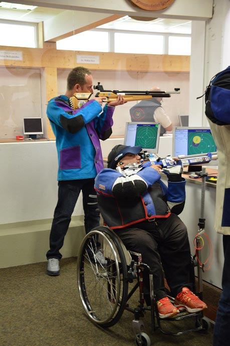 André Fischer durfte sich gleichzeitig mit Paralympics-Sieger Josef Neumaier (Sparkasse Altötting-Mühldorf) messen