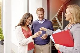 Schlüsselübergabe beim Hausverkauf