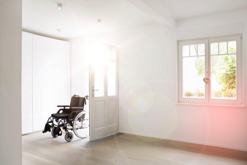 Rollstuhl im Haus