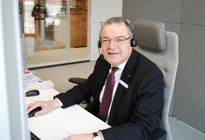 Herr Guggemos in der Online-Beratung