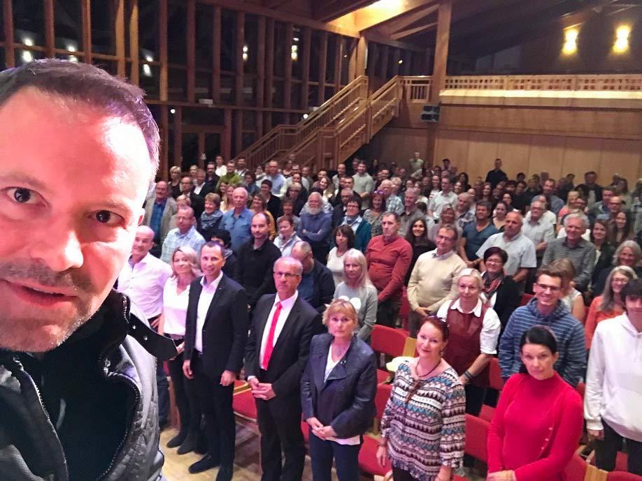 Leo Martin mit dem Publikum in Fischen