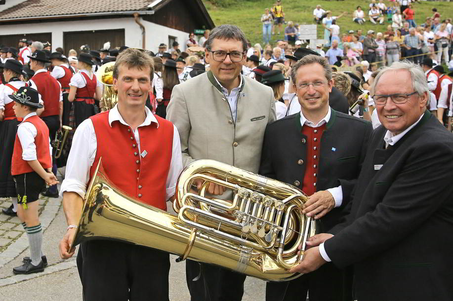 Musikvorstand Bernhard Weissenbach, Sparkassenvorstand Manfred Hegedüs, Vorstand ASM Bezirk II Stephan Thomae und Landrat Anton Klotz (v.l.)