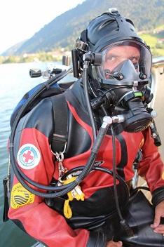 Auch die Wasserwacht mit Rettungstauchern erhielt einen Teil der Sparkassenspende