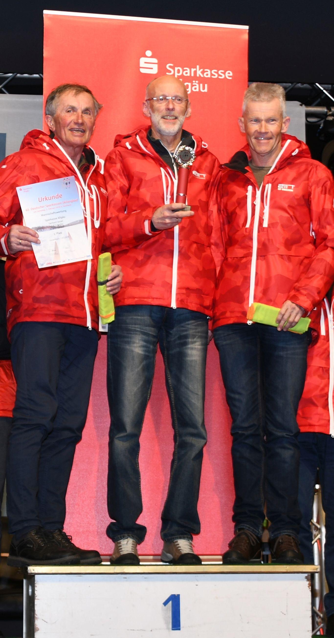 Gold für die Senioren-Mannschaft der Sparkasse Allgäu: Hans Schippl, Adolf Schädler und Gerhard Seidel (v.l.)