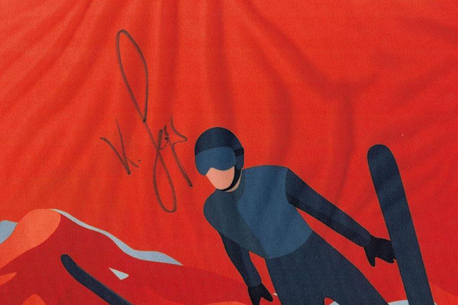 Einer der Preise: Eine Startnummer mit Unterschrift des Weltmeisters Karl Geiger