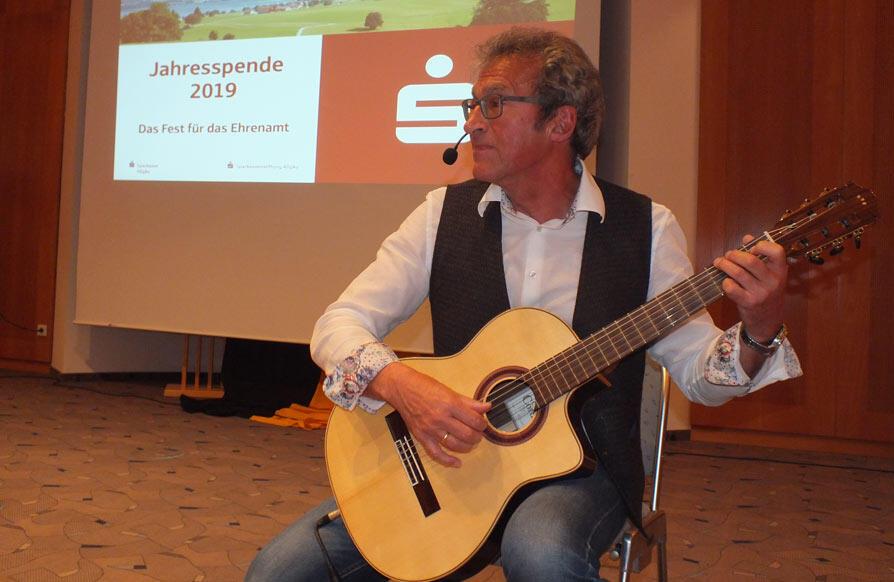 WIR 18-Chef Helmut Rothmayr führte musikalisch und spielerisch durch den Abend